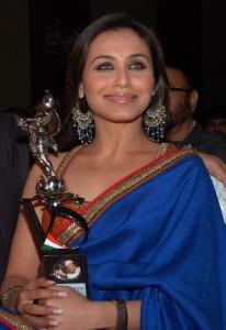Rani Mukherjee Taking Award Smiling Pic