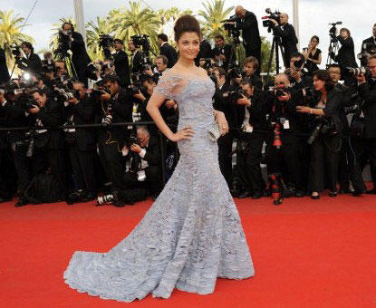 Aishwarya Rai at Cannes 2010 Opted For Elie Saab Gown in Violet Blue