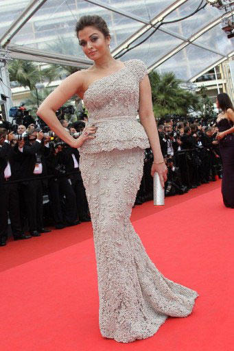 Aishwarya Rai Looked Stunning In A One-Shouldered Elie Saab Couture Gown