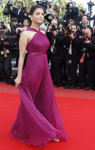 Smoking Hot Aishwarya Rai at Cannes 2010