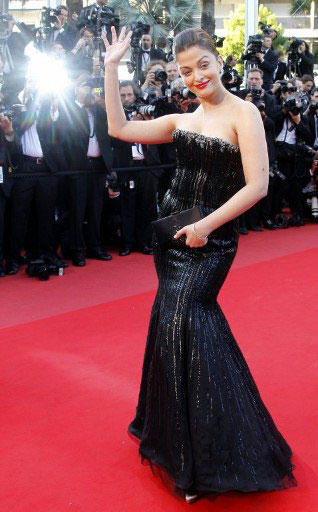 Stunning Aishwarya Rai Sexiest Appearance at Cannes Film Festival 2010