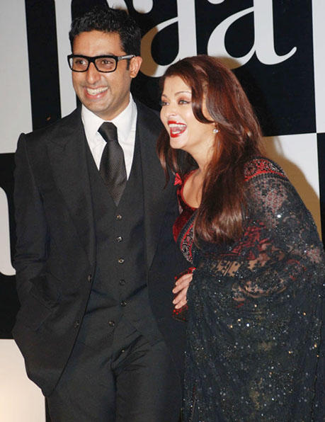 Aishwarya and Abhishek Gorgeous Pic at the Premiere Paa