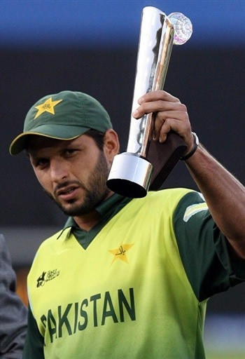 Shahid Afridi Poses With Trophy