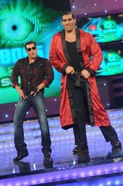 The Great Khali With Salman Khan Funny Dancing Pic At Bigg Boss