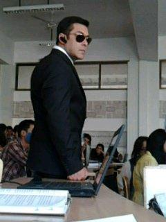 Salman Khan Nice And Smart Look In BodyGuard