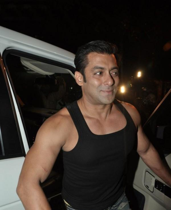 Salman Khan Smiling Pic At Aamir Khan Party