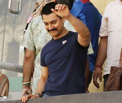 Aamir Khan at World Cup Semifinal Mohali Stills