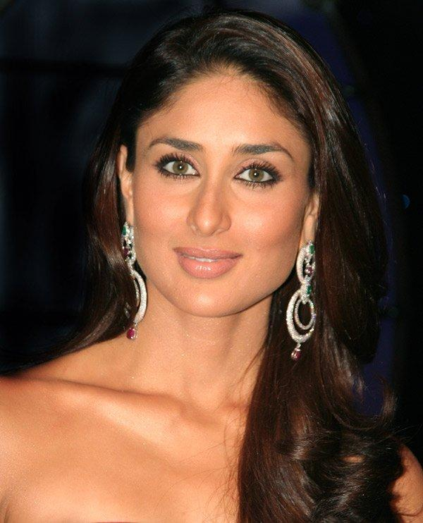 Hot Actress Kareena Kapoor  Sweet Look