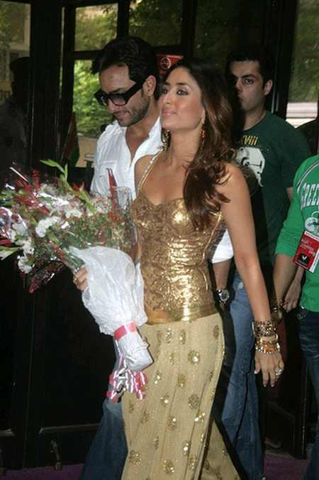 Kareena Kapoor In Sexy dress party Still