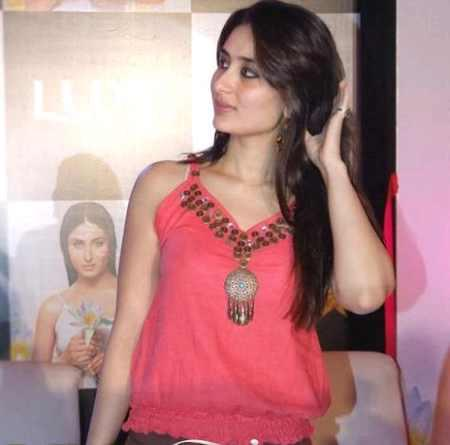 Kareena Kapoor Sizzling Pic With Pink Tops