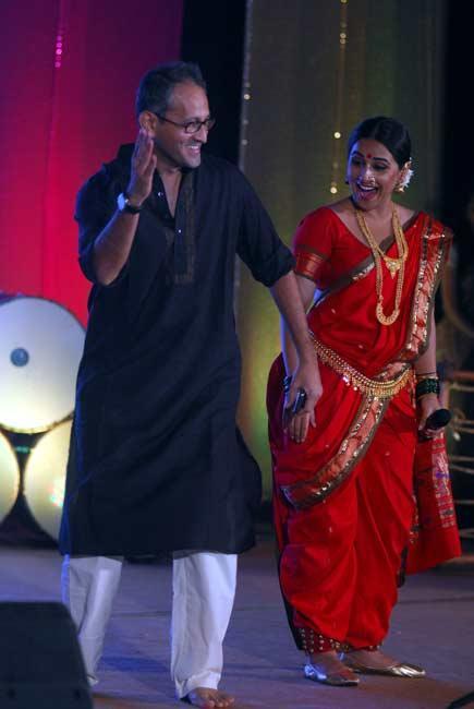 Vidya Dress Up In Red Saree Hot Stills
