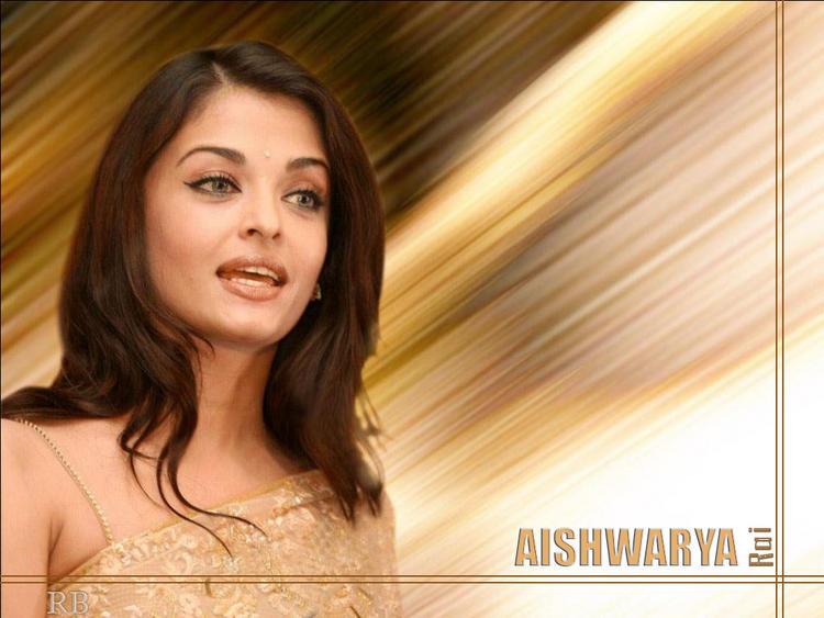 Aishwarya Rai Cute Look Wallpaper In Saree
