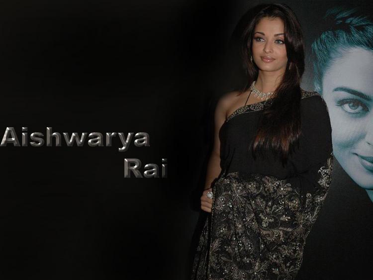 Aishwarya Rai Glamour Wallpaper in Saree