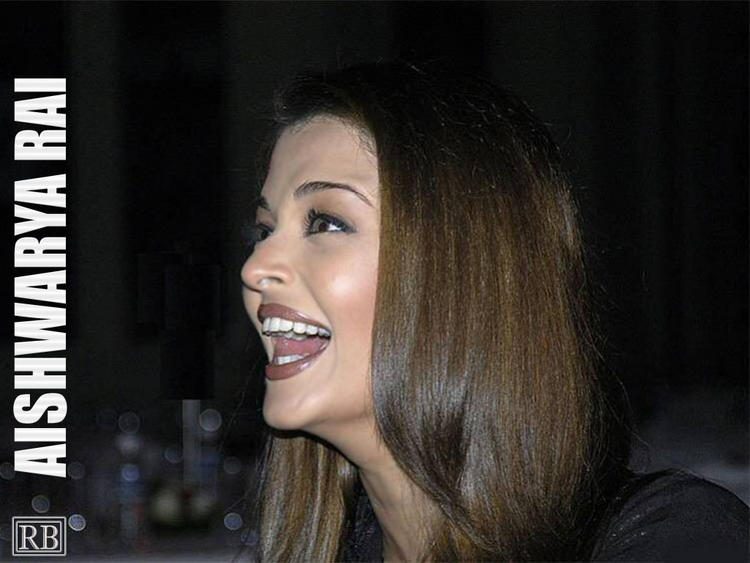 Aishwarya Rai Open Smiling Face Look Wallpaper
