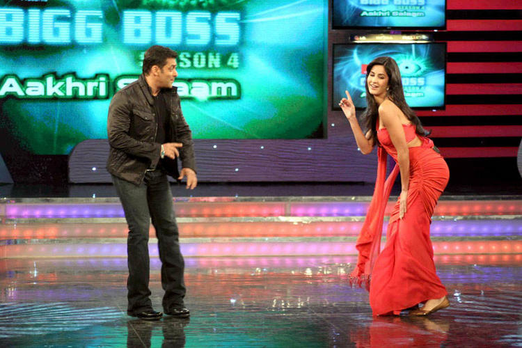 Katrina Kaif With Salman Khan Sexy Dancing Pic At Bigg Boss