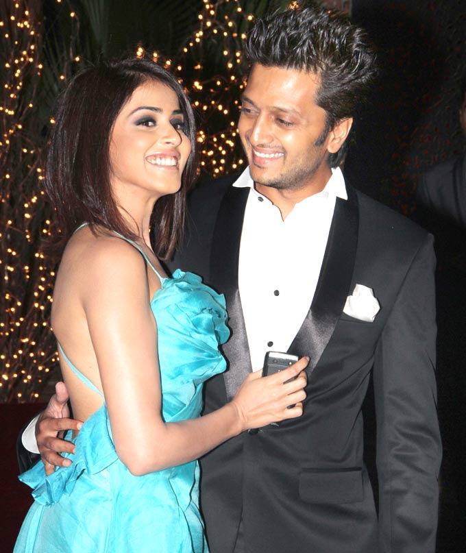 Cute Couple Genelia and Ritesh at A Grand Birthday Bash For Karan Johar