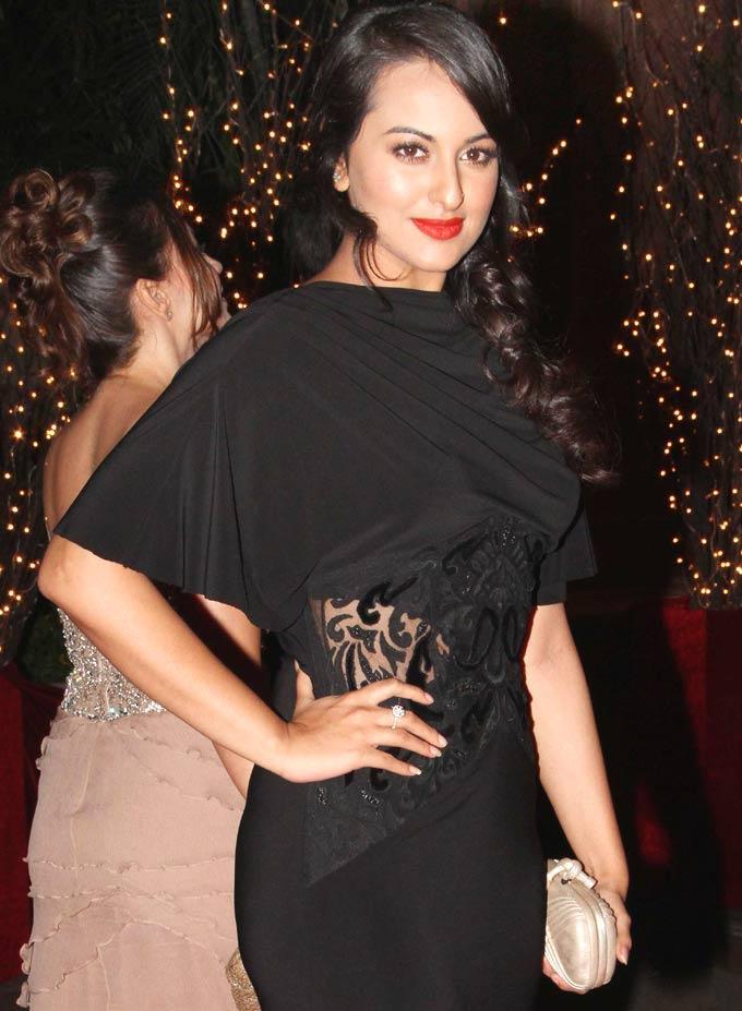Gorgeous Babe Sonakshi Sinha at Karan Johar 4oth Birthday Party