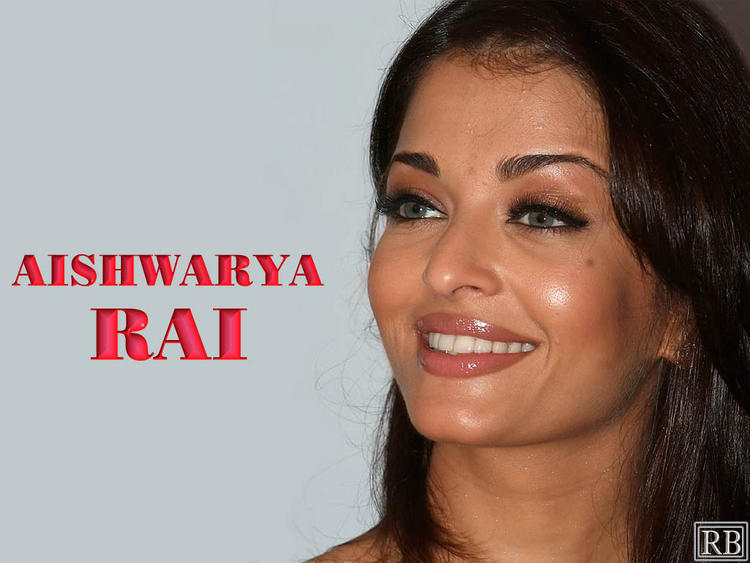Aishwarya Rai Beautiful Smiling Look Wallpaper