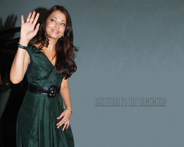 Aishwarya Rai Glamour Wallpaper In Deep Green Color Dress