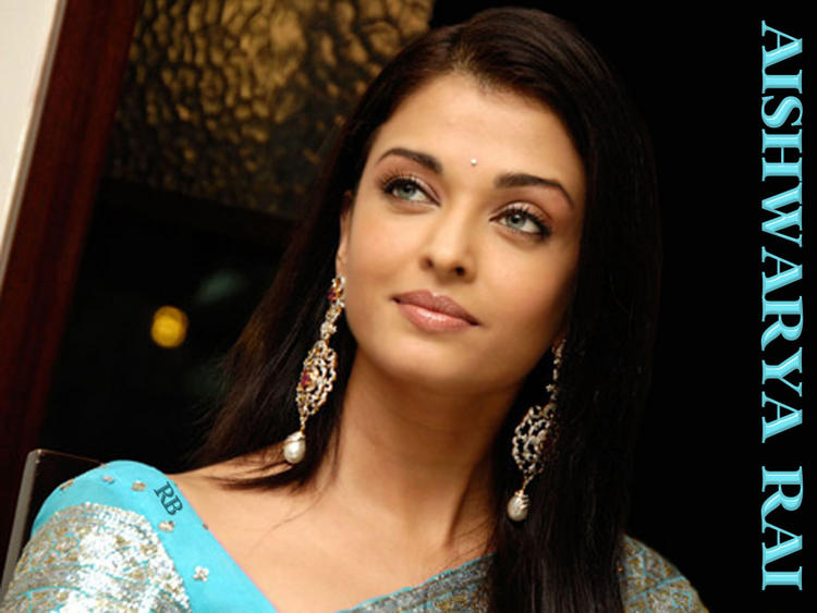Sizzling Beautiful Aishwarya Rai Wallpaper