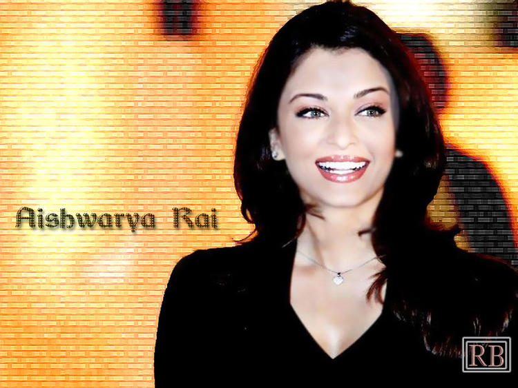 Smiling Beauty Aishwarya Rai Fairy Face Look Wallpaper