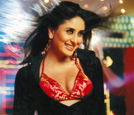 Kareena Kapoor Red Bra Sweet Rocking Pic