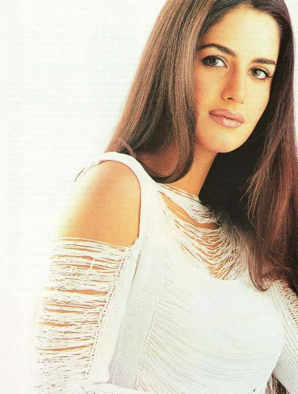 Famous Bolly White Babe  Katrina Kaif Wallpaper