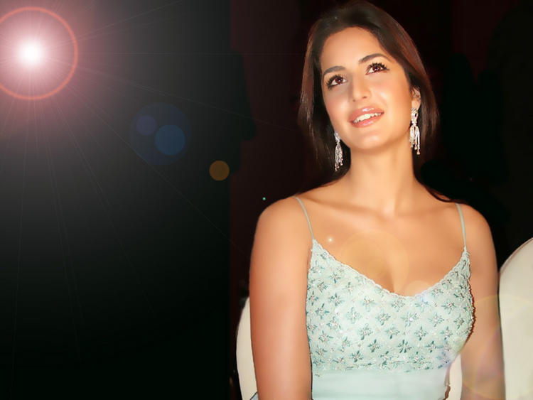 Gorgeous White Beauty Katrina Kaif Wallpaper