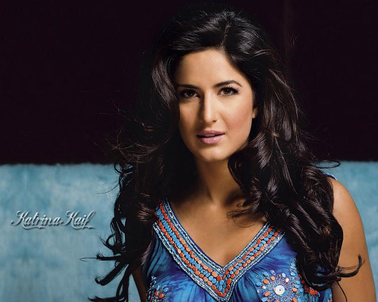 Romantic Look Wallpaper Of Katrina Kaif