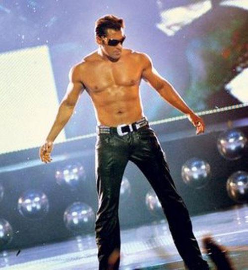 Salman Khan Eight Pack Body Show Hot Pic