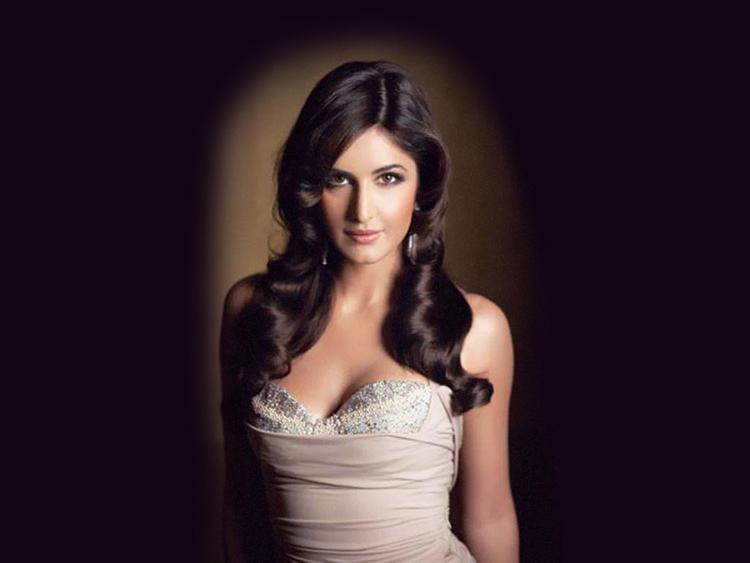 Glowing Babe Katrina Kaif Romantic Look Wallpaper