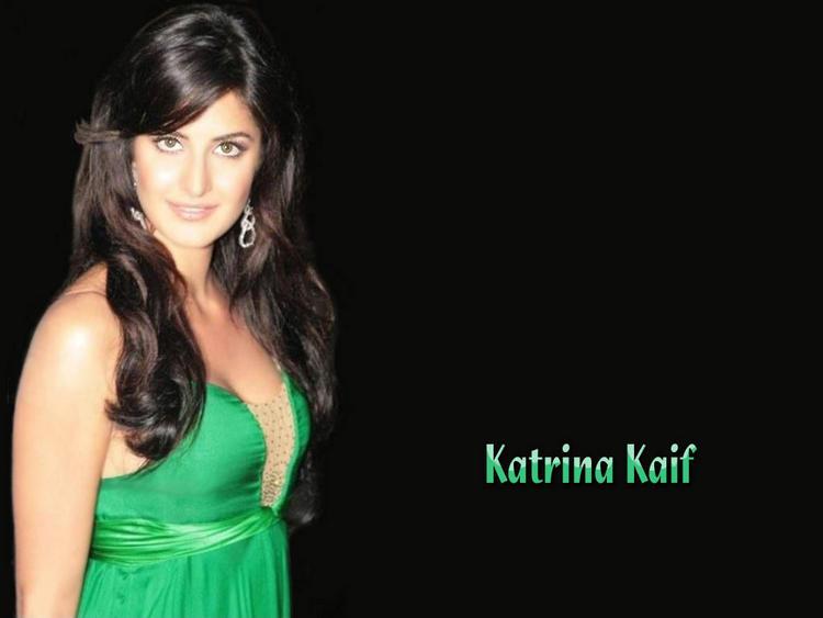 Katrina Kaif  Stunning Face Cute Look Wallpaper