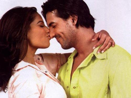 Bipasha Basu and John Cute Kissing Pic