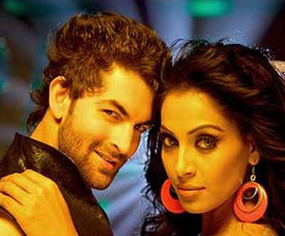 Neil and Bipasha Ao Dekhen Zaraa Song Still