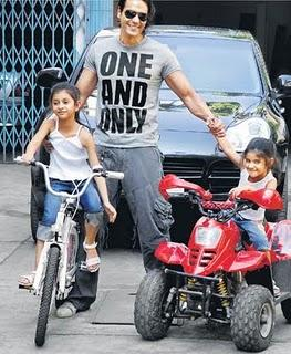 Arjun Rampal  Swetest Photo With Kids