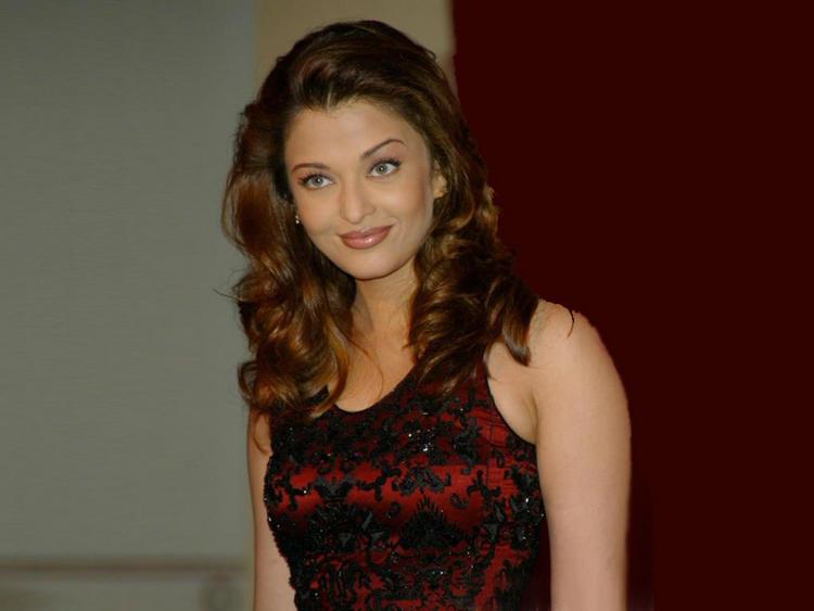 Aishwarya Rai Cute Beautiful Face Look Still