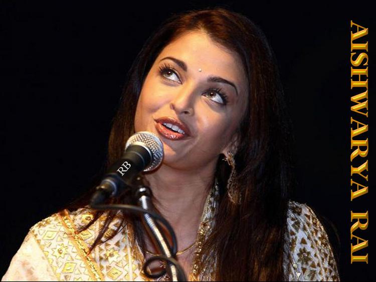 Aishwarya Rai Cute Lips Pose Wallpaper
