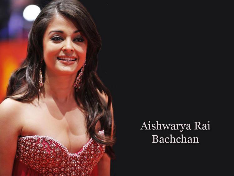 Aishwarya Rai Deep Cleavages Exposing Stunning Wallpaper