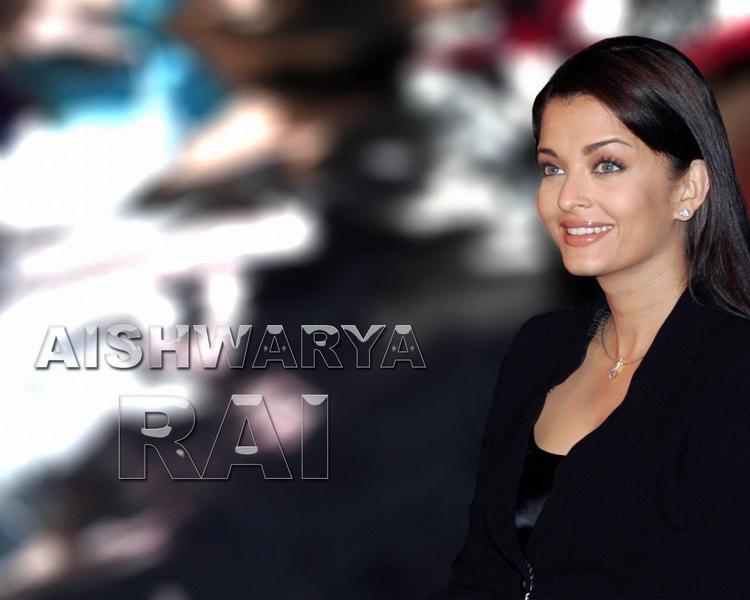 Aishwarya Rai Sweet Smiley Face Look Wallpaper