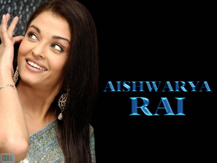 Sweet Sexy Babe Aishwarya Rai Cute Look Wallpaper