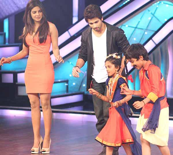 Shahid and Priyanka Promoting Teri Meri Kahaani at DID Lil Champs