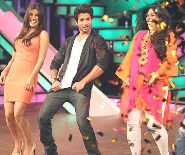 Shahid,Priyanka and Geeta Dancing Pic at DID Lil Champs Show