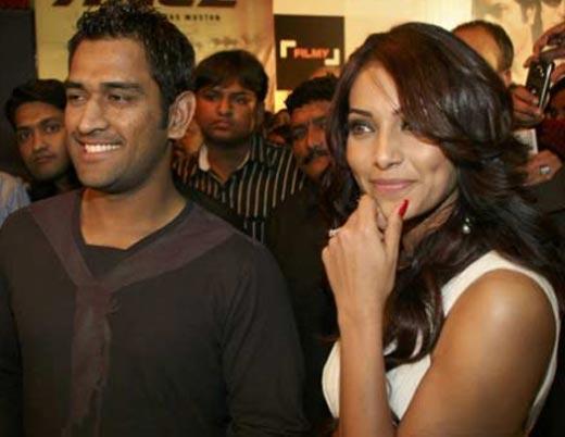 Bipasha and Dhoni Sweet Smile Pic