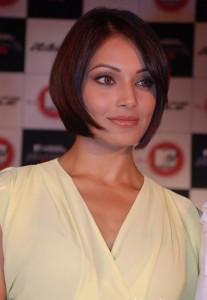Bipasha Basu Bob Cut Hair Style Pic