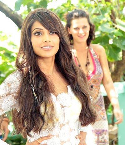 Bipasha Basu Sweet Stunning Pic In DMD