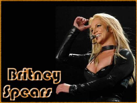 Britney Spears Cute Smiley Face Wallpaper