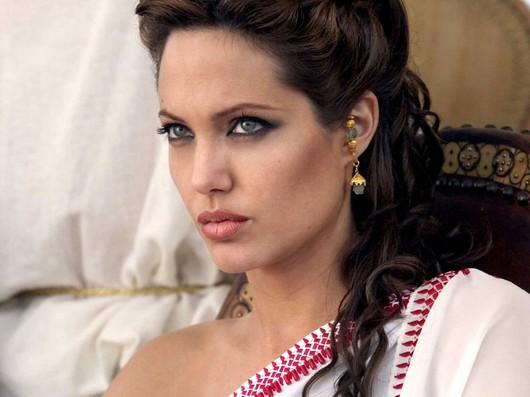 Angelina Jolie Green Eyes Look Still In White Saree