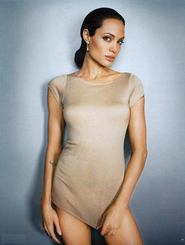 Angelina Jolie Posing With Sexy Short Dress