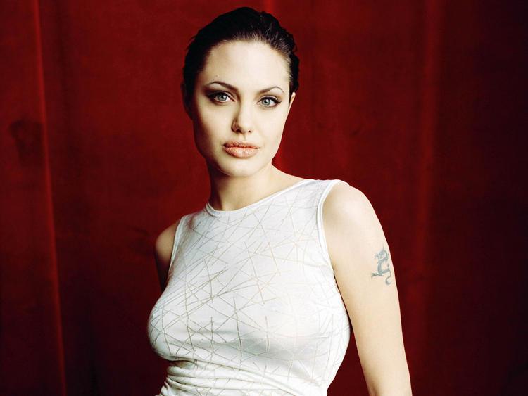 Hot White Beauty Angelina Jolie Pic