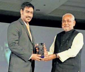 Ajay Devgan Award Receiving Photo
